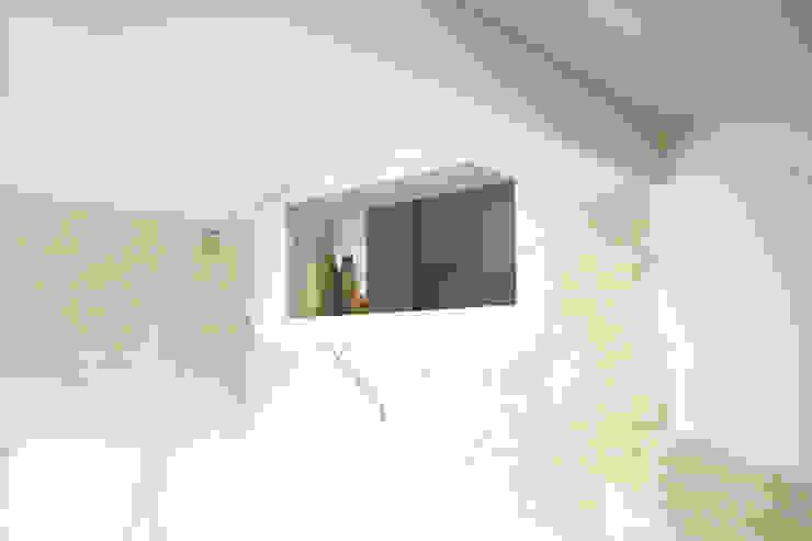 Loft G Pareti & Pavimenti in stile minimalista di Pinoni + Lazzarini Minimalista