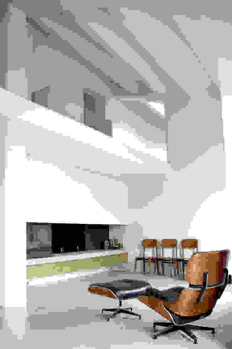 Loft G Soggiorno minimalista di Pinoni + Lazzarini Minimalista