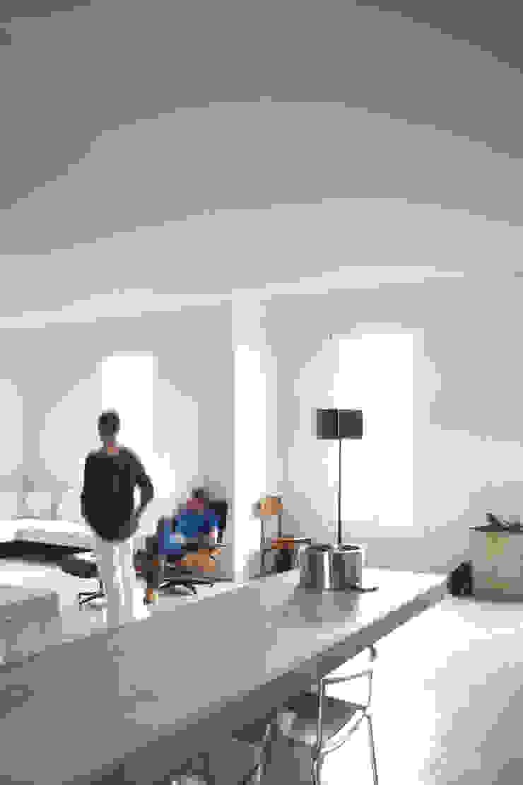 Loft G Sala da pranzo minimalista di Pinoni + Lazzarini Minimalista