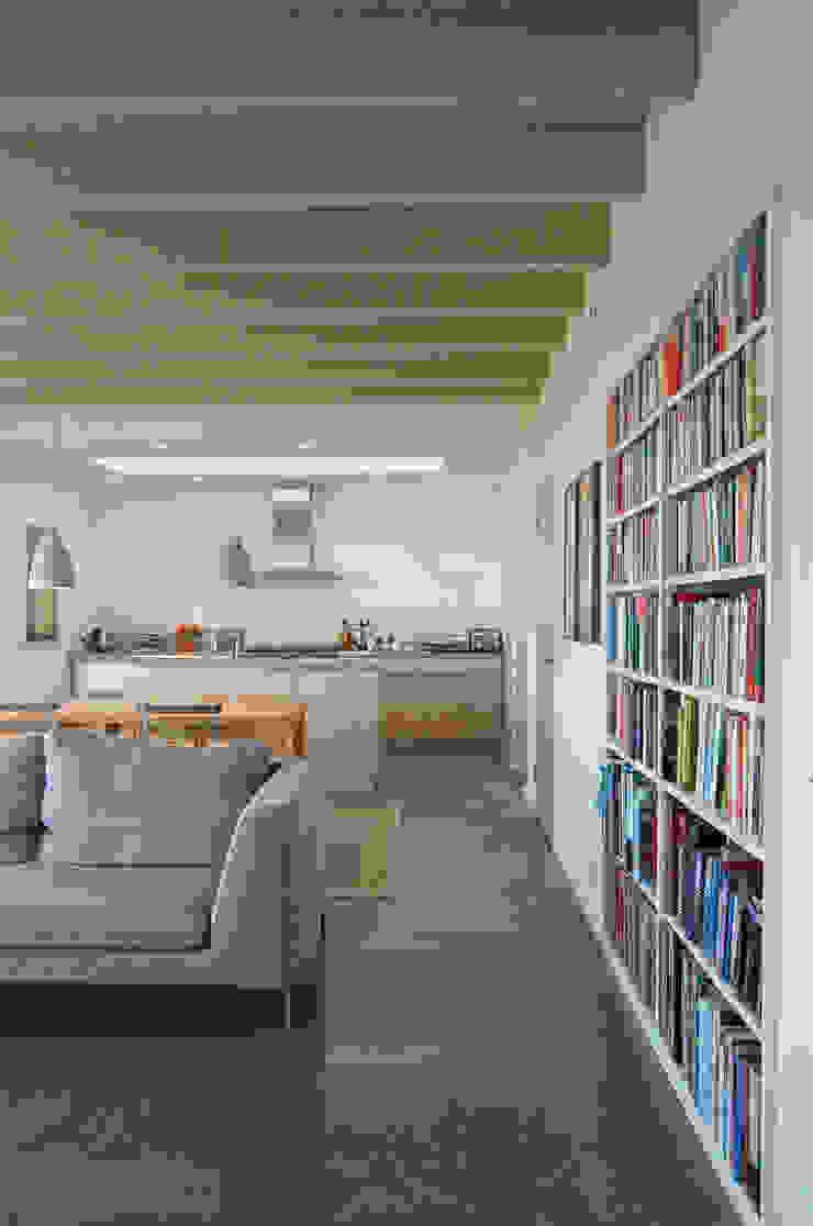 Rose House, Kingsdown Modern living room by Emmett Russell Architects Modern