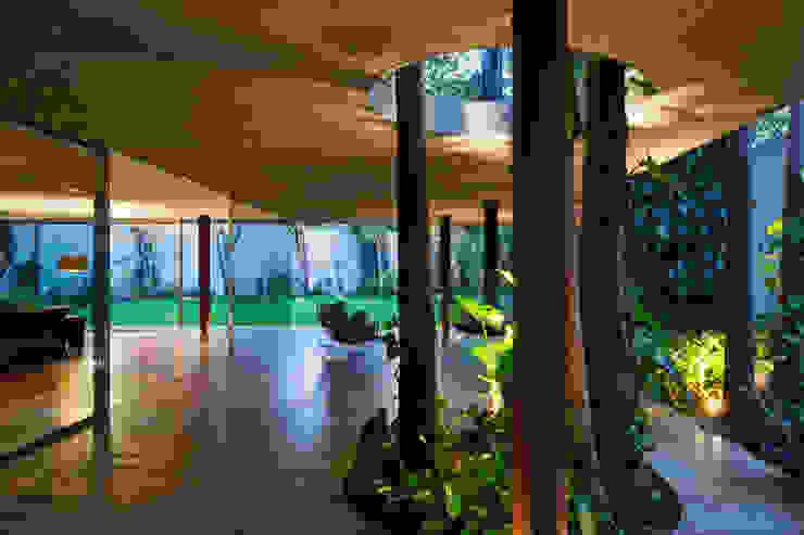 Giardino moderno di Studio MK27 Moderno