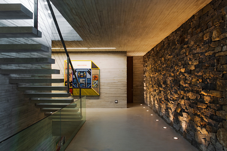 Paraty House Corredores, halls e escadas modernos por Studio MK27 Moderno