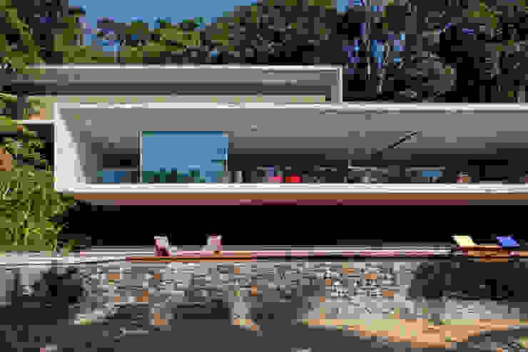 Paraty House Casas modernas por Studio MK27 Moderno