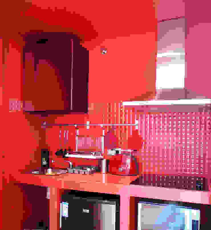 The Red 2 at Barceloneta Case in stile mediterraneo di Castillo|martinez Mediterraneo