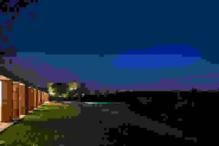 M&M House: Jardins  por Studio MK27
