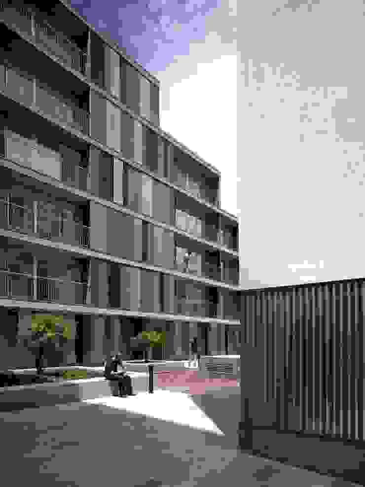 Acceso al patio Casas de gabriel verd arquitectos