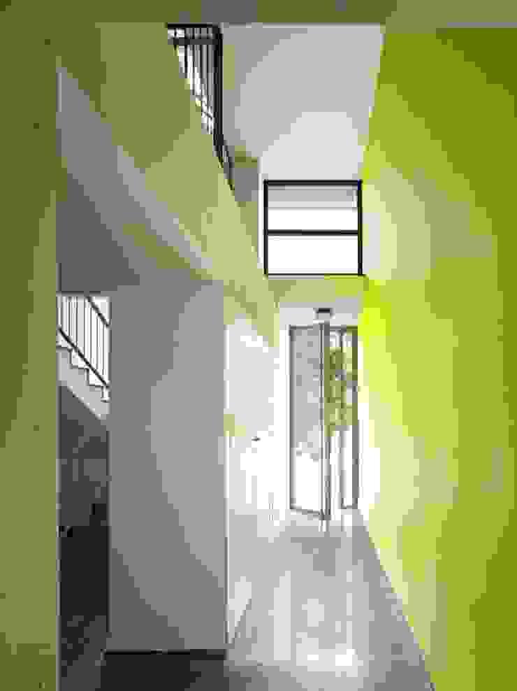 Vestíbulo de acceso Casas de gabriel verd arquitectos