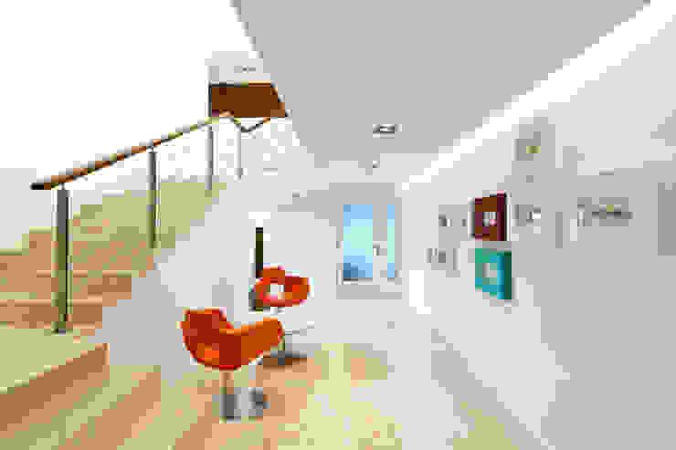 RESIDENCIA R: Pasillos y recibidores de estilo  por ARQUITECTURA EN PROCESO, Minimalista