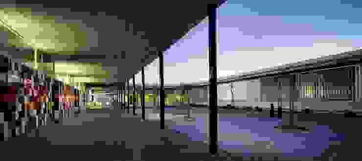 Galería de acceso a aulas de infantil Espacios de gabriel verd arquitectos