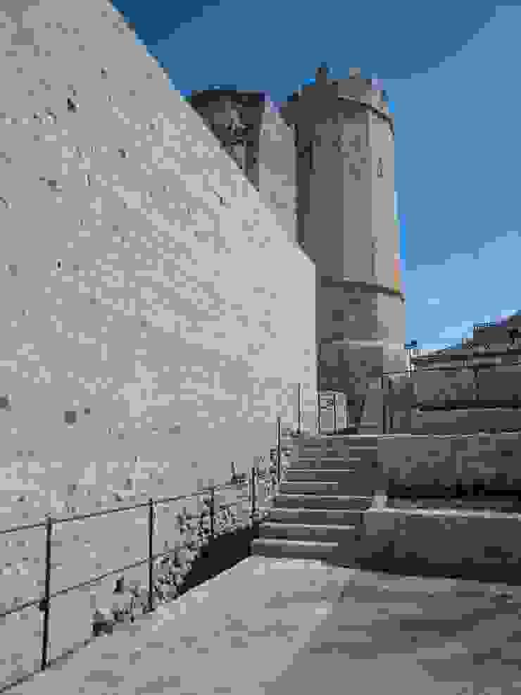 Recuperación de la muralla y su entorno urbano, Plaza del Socorro. Segovia Museos de estilo clásico de Ear arquitectura Clásico