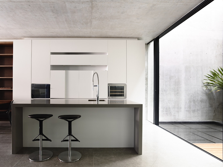 Well of Light Modern kitchen by HYLA Architects Modern