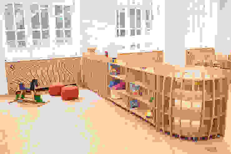 Kita Blümchen - Mobiles Regalsystem Moderne Schulen von form.bar Modern Holzwerkstoff Transparent