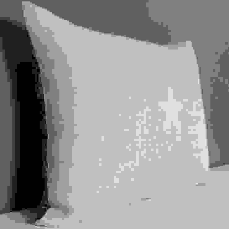 Coussin double face étoile blanche par Gris Pastel