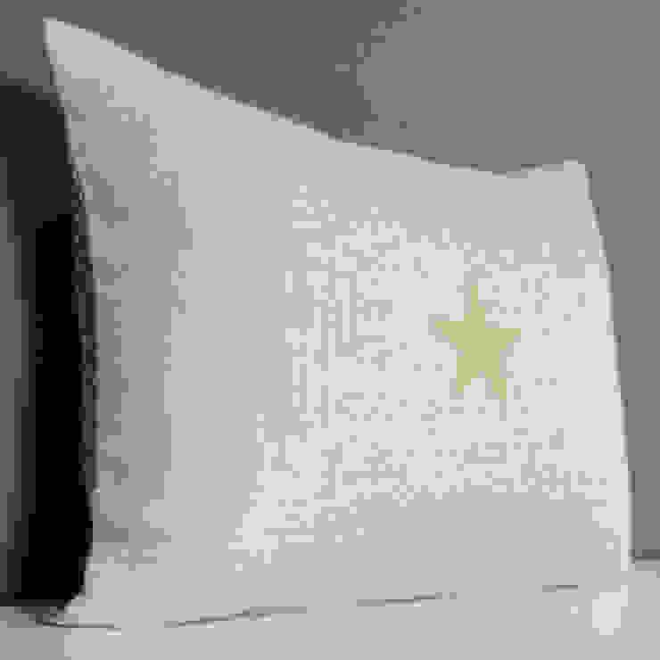 Coussin double face étoile dorée par Gris Pastel