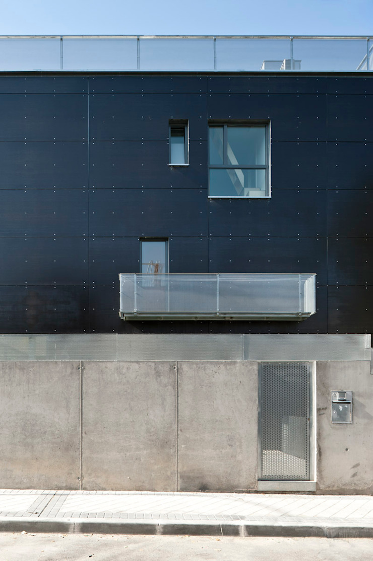 entrada a vivienda Casas de estilo minimalista de hollegha arquitectos Minimalista