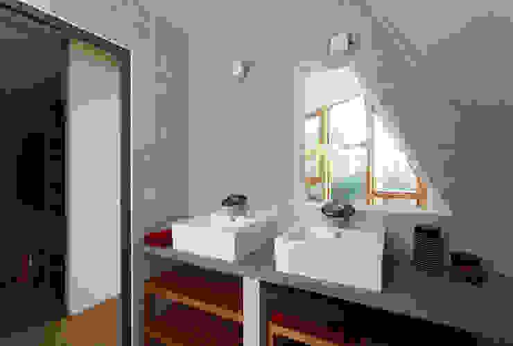 Case in stile rustico di atelier eem Rustico