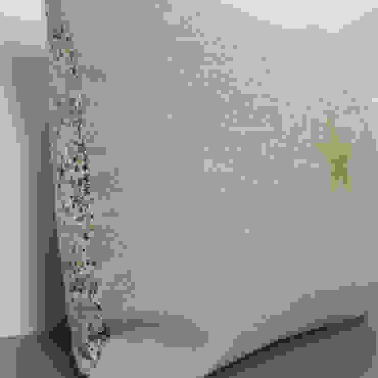 Coussin double face en lin et Liberty, étoile dorée par Gris Pastel