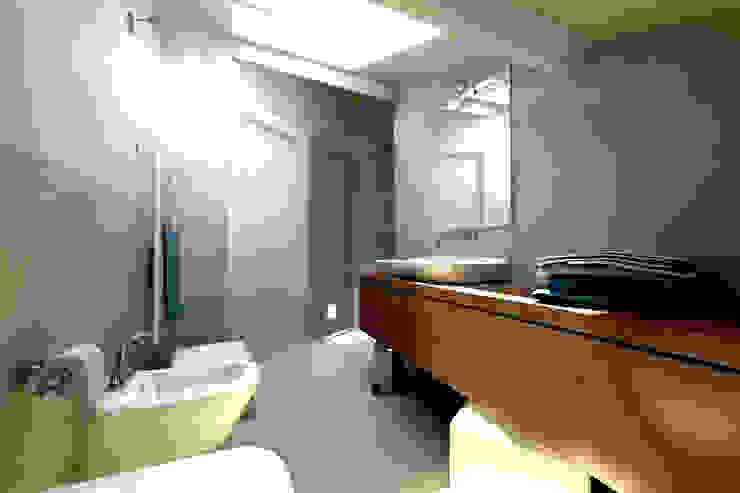 Modern Bathroom by AAA Architettura e Design Modern