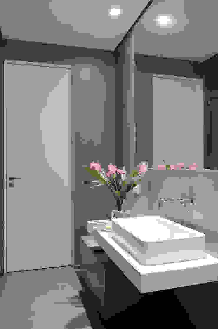 Private house renovation di Area-17 Architecture & Interiors