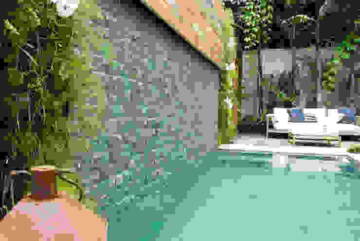 Garden design ideas by Gigi Botelho Paisagismo