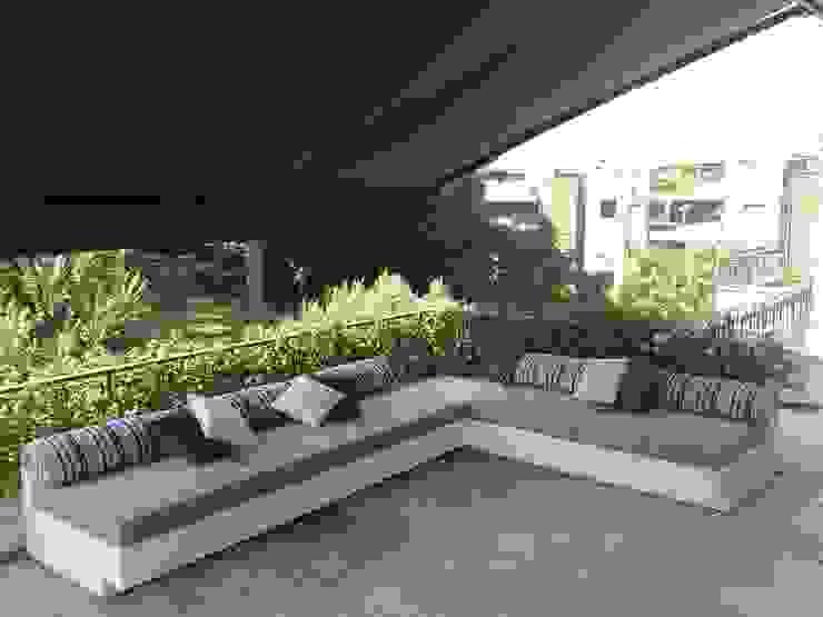 divano Balcone, Veranda & Terrazza in stile moderno di Fabio Valente Studio di architettura e urbanistica Moderno