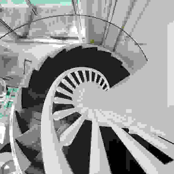 Mediterraner Flur, Diele & Treppenhaus von Molins Design Mediterran