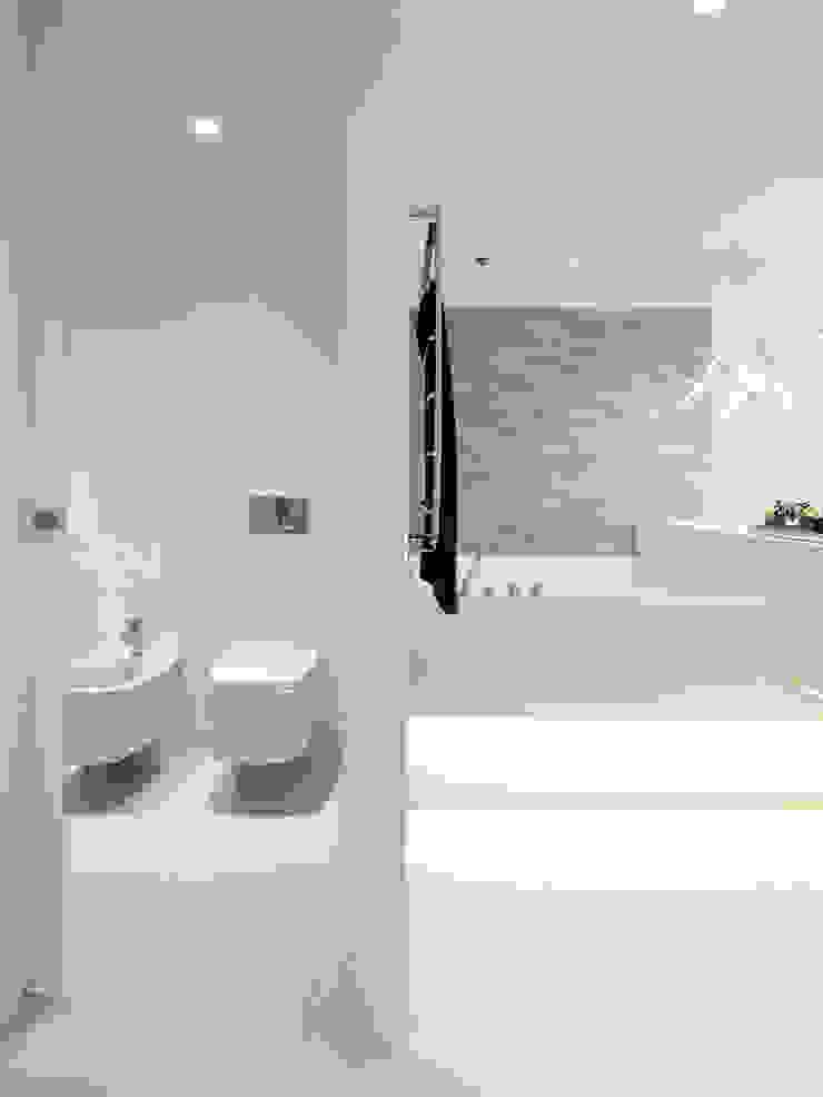 El mar en casa Baños de estilo mediterráneo de Molins Design Mediterráneo
