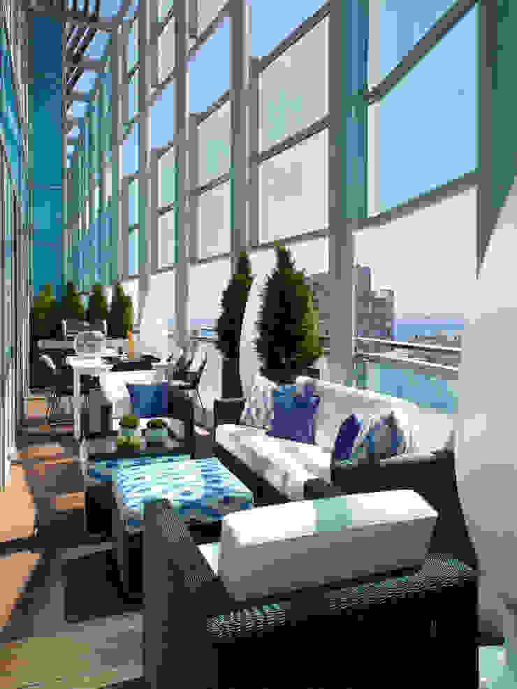 El mar en casa Balcones y terrazas de estilo mediterráneo de Molins Design Mediterráneo