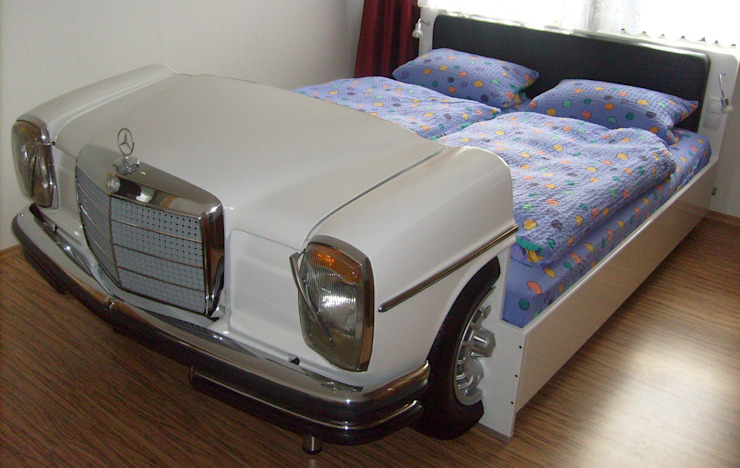 Mercedes W114 Bett Schlafzimmer von Automöbeldesign