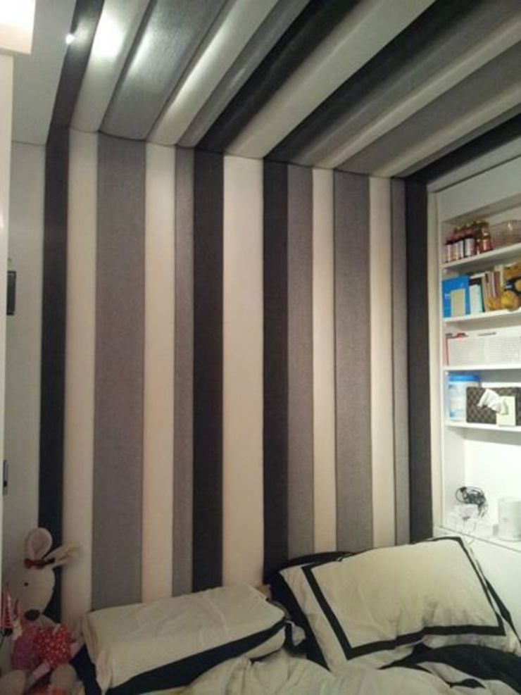 Headboard up to the ceiling: modern  by Window Essentials,Modern