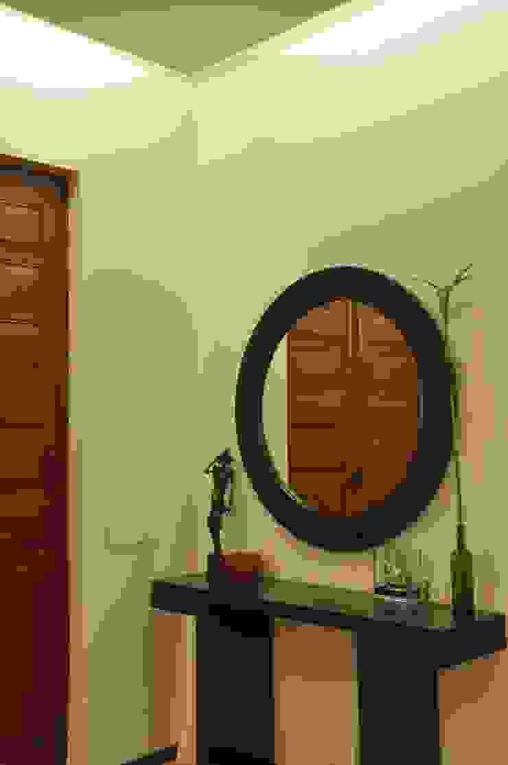 Residence at Breach Candy Modern living room by Dhruva Samal & Associates Modern