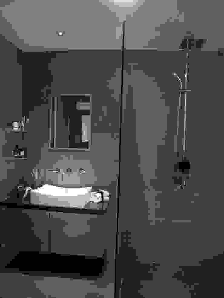 Bathroom Modern living room by elliot James Pte Ltd Modern