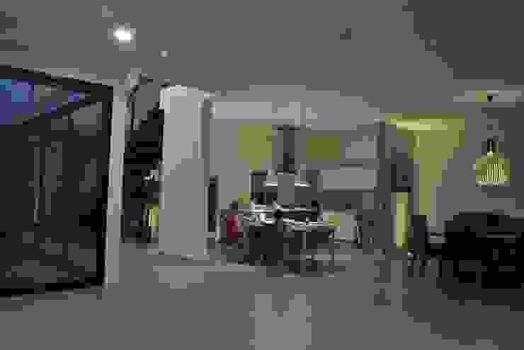 CASA VILLA PALMAS Cocinas modernas de DA:HAUS Moderno
