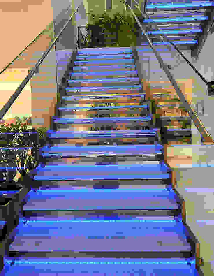 Acciaio, vetro e Luce Ingresso, Corridoio & Scale in stile moderno di Lo Studio Mammini Candido Moderno