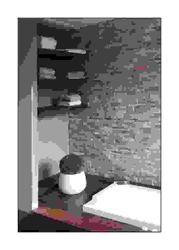 baignoire Salle de bain moderne par Before After Home Moderne