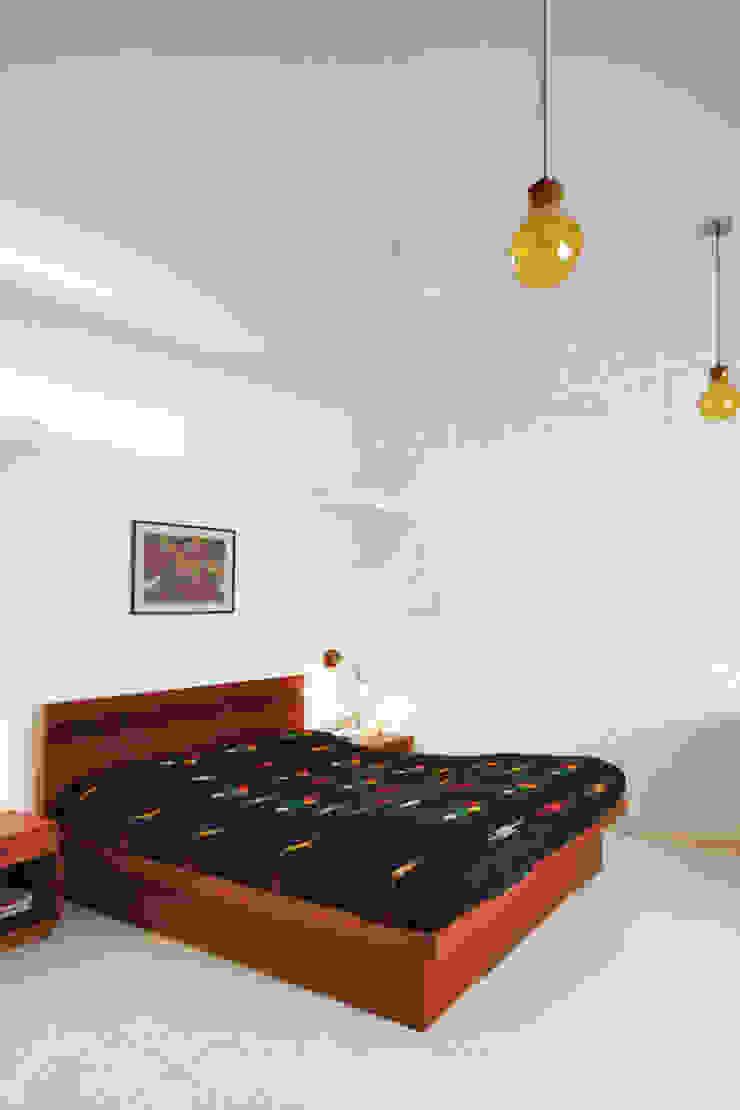 master bedroom: modern  by Gaurav Roy Choudhury Architects,Modern