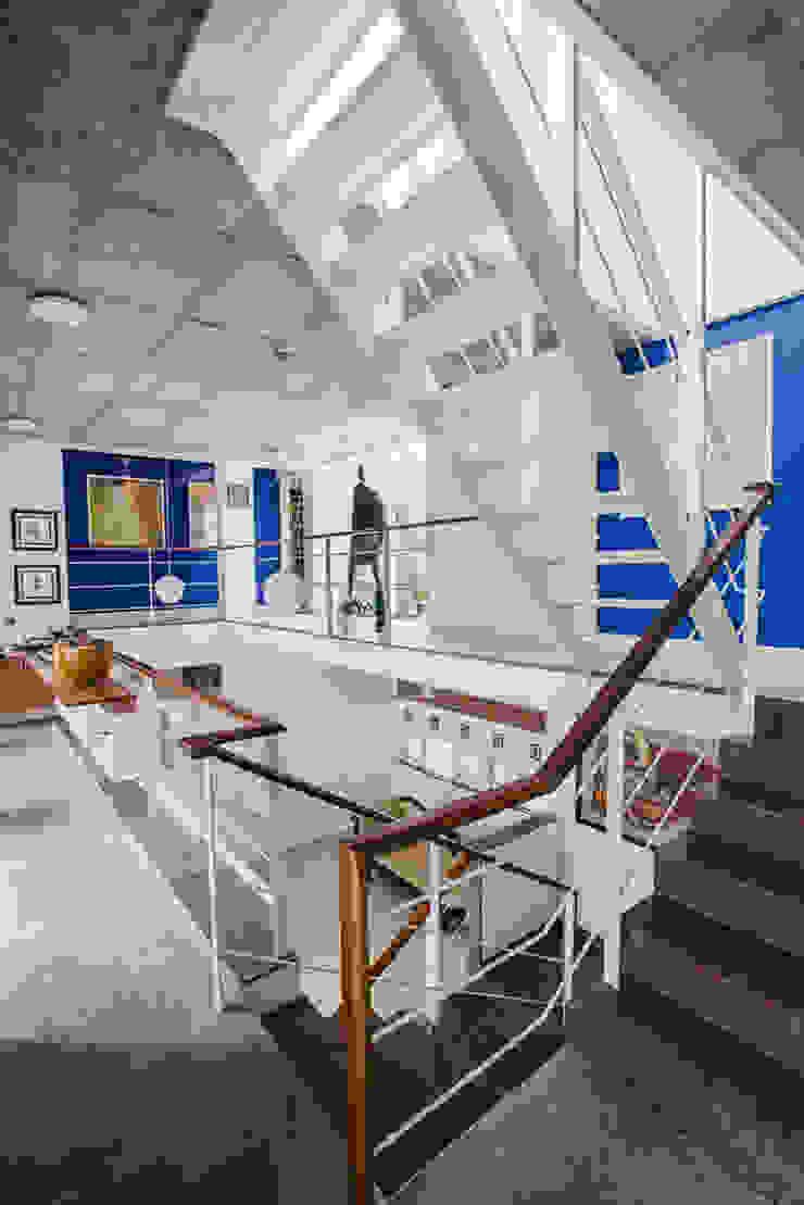 LATERAL HOUSE: modern  by Gaurav Roy Choudhury Architects,Modern