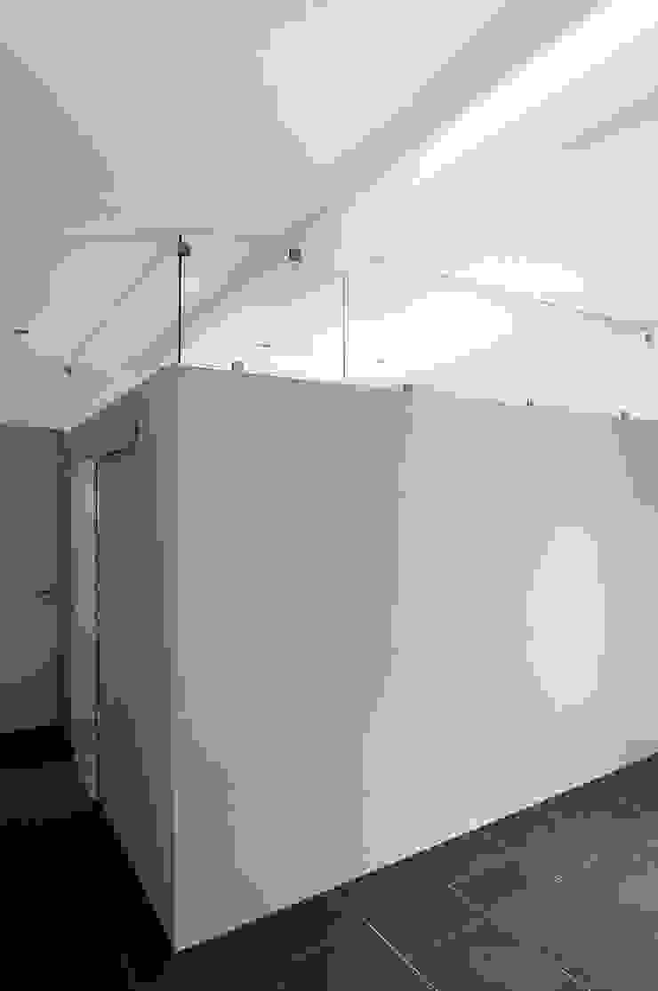 Vue intérieure de la chambre principale Maisons minimalistes par Frédéric Saint-cricq Architecte Minimaliste