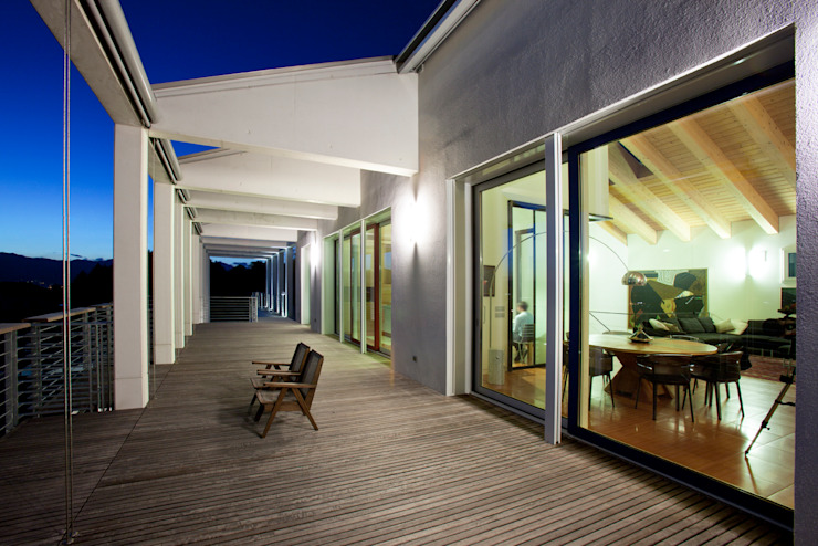 Villa a Viganò di Architetto Valentino Scaccabarozzi Moderno