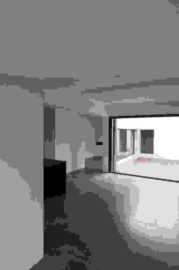 Vue intérieure depuis le salon Maisons minimalistes par Frédéric Saint-cricq Architecte Minimaliste