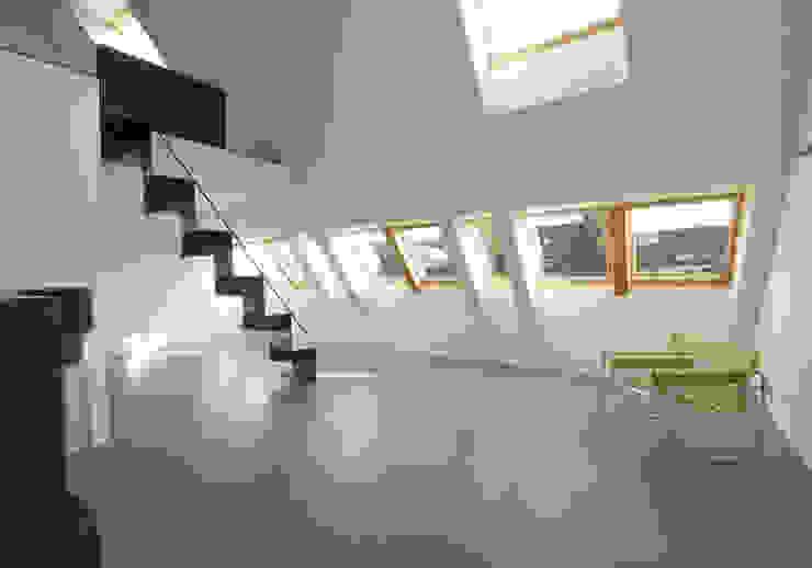 Beton 2+ Moderner Flur, Diele & Treppenhaus von Udo Ziegler | Architekten Modern