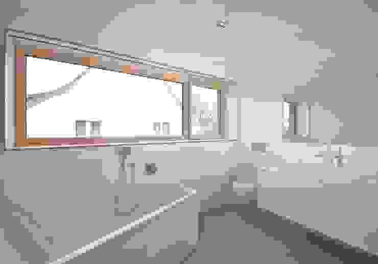 Beton 2+ Moderne Badezimmer von Udo Ziegler | Architekten Modern