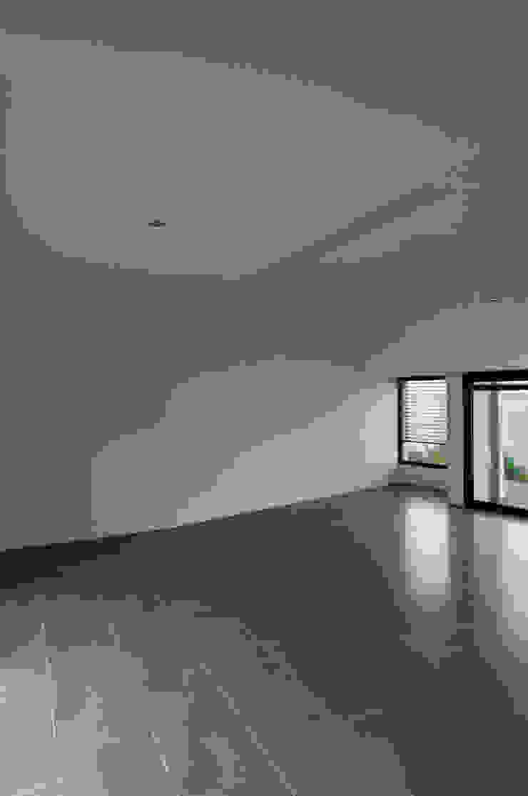 Vue intérieure depuis la cuisine Maisons minimalistes par Frédéric Saint-cricq Architecte Minimaliste