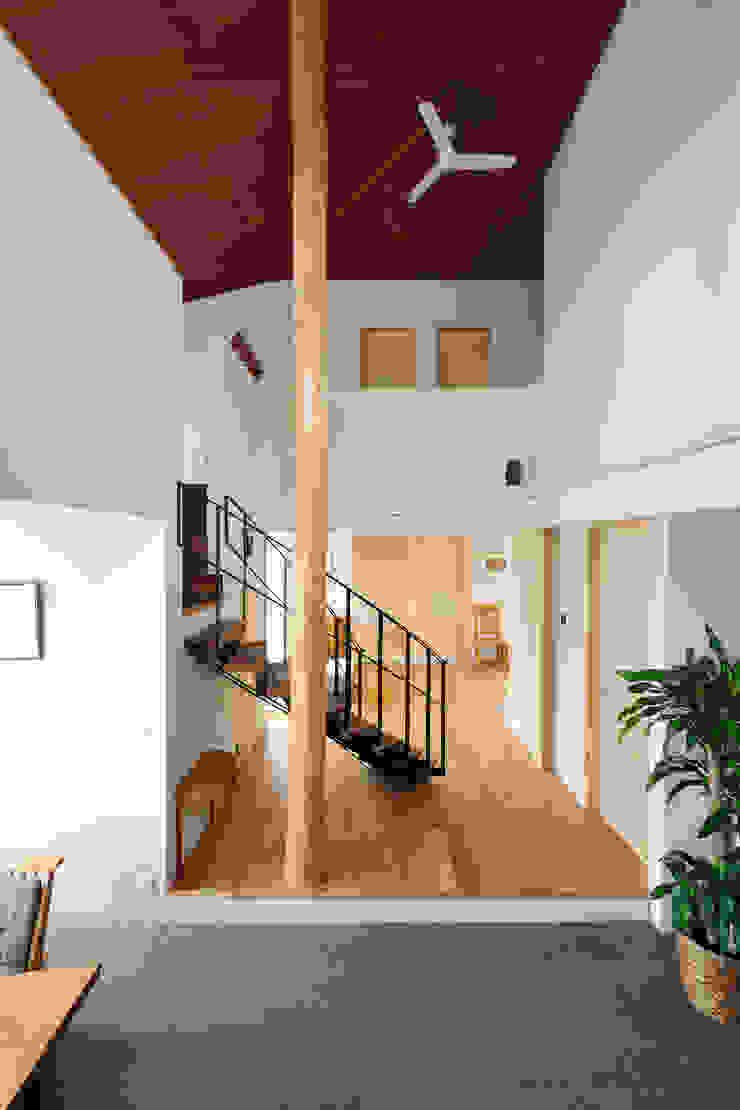N-house モダンデザインの リビング の Ishimori Architects モダン