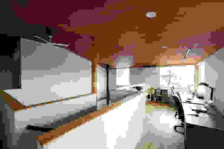 N-house モダンデザインの 多目的室 の Ishimori Architects モダン