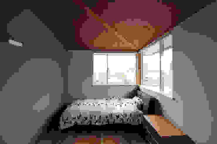 N-house モダンスタイルの寝室 の Ishimori Architects モダン