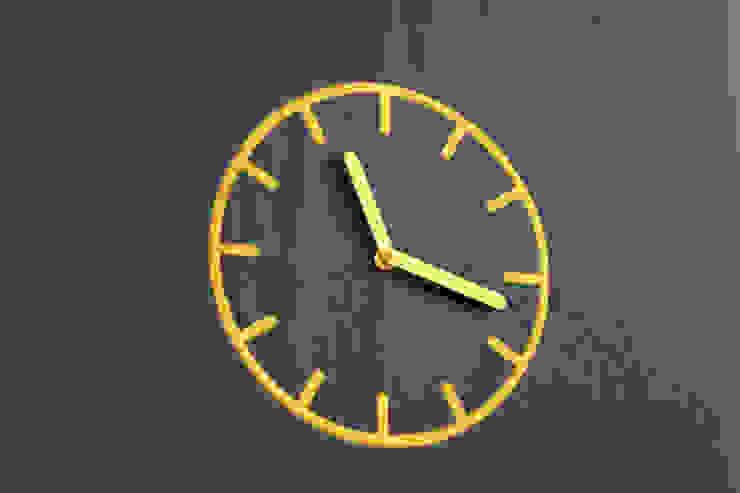 horloge brodée par Studio Brichet Ziegler