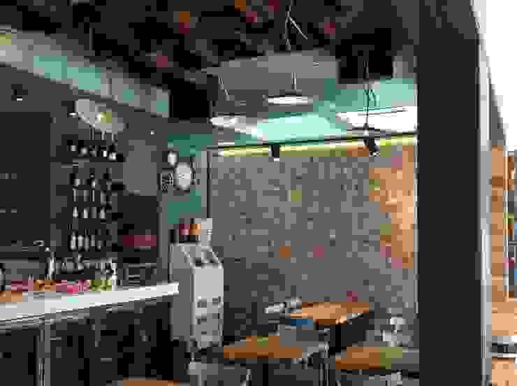 Le Torri, ristorante - pizzeria - caffetteria Spazi commerciali in stile industrial di Rossi Architettura Industrial