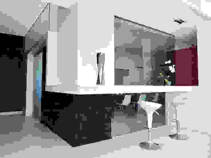 La parete vetrata della cucina Cucina minimalista di Studio 4e Minimalista