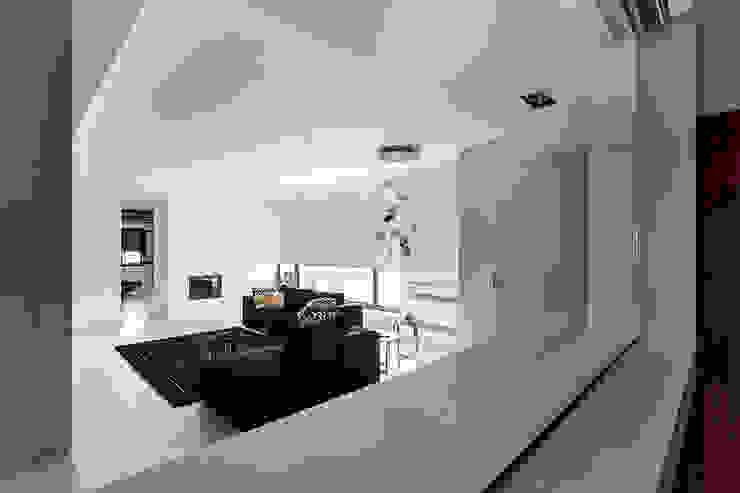 Vista del soggiorno Soggiorno minimalista di Studio 4e Minimalista